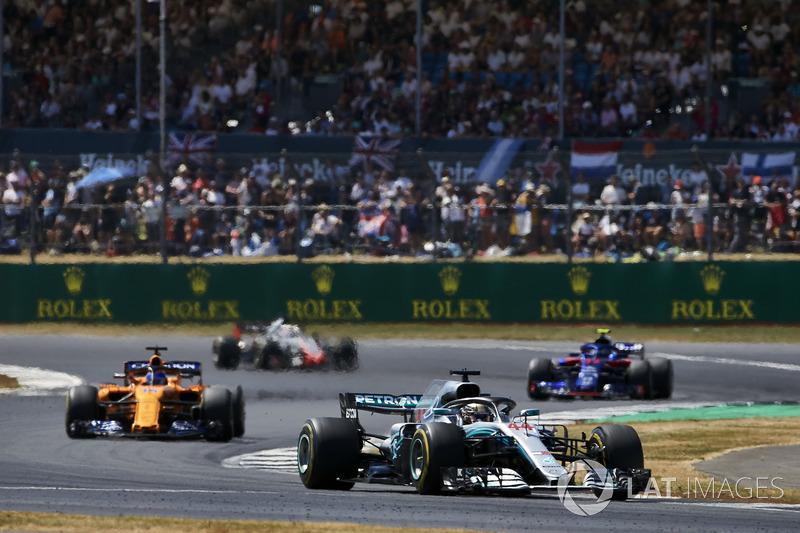 Lewis Hamilton, Mercedes AMG F1 W09, Fernando Alonso, McLaren MCL33, Pierre Gasly, Toro Rosso STR13, Romain Grosjean, Haas F1 Team VF-18