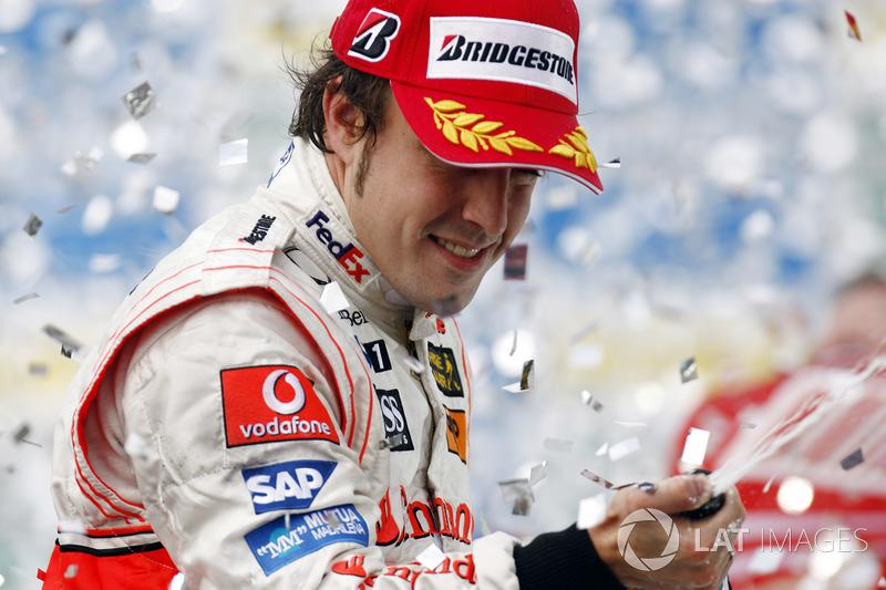 Фернандо Алонсо 8 раз был на подиуме Гран При Бразилии, и при этом ни разу не смог выиграть здесь гонку