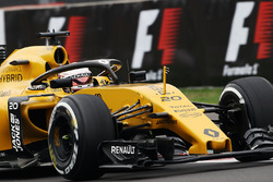 Kevin Magnussen, Renault Sport F1 Team RS16 with the Halo cockpit cover