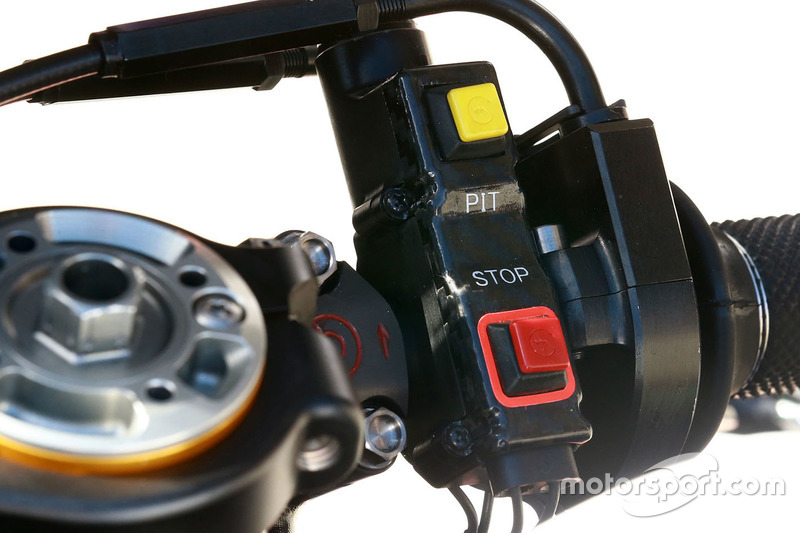 Jorge Lorenzo, Yamaha Factory Racing, dettaglio degli interruttori