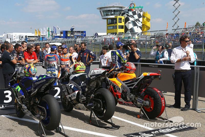 Valentino Rossi, Yamaha Factory Racing; Hector Barbera, Avintia Racing; Marc Marquez, Repsol Honda Team
