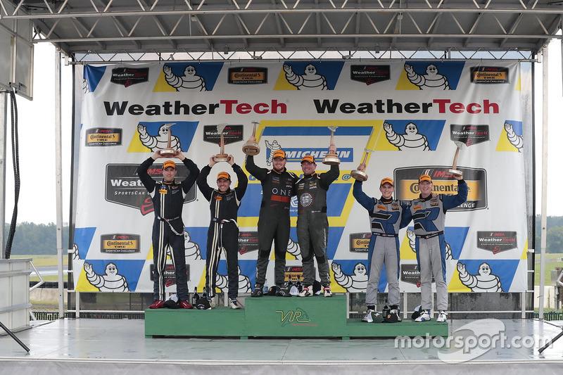 Podio: i vincitori della gara Daniel Burkett, Marc Miller, CJ Wilson Racing, al secondo posto Scott