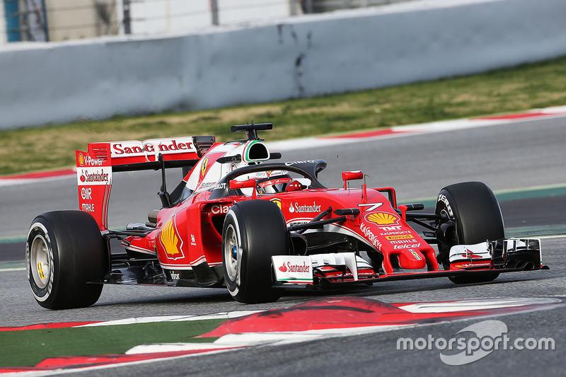 Kimi Raikkonen, Ferrari SF16-H, probando el Halo protección para el habitáculo.