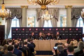 Romain Grosjean, Haas F1 Team, Kevin Magnussen, Haas F1 Team, Günther Steiner, Team Principal, Haas F1 et William Storey, PDG Rich Energy lors de la conférence de presse