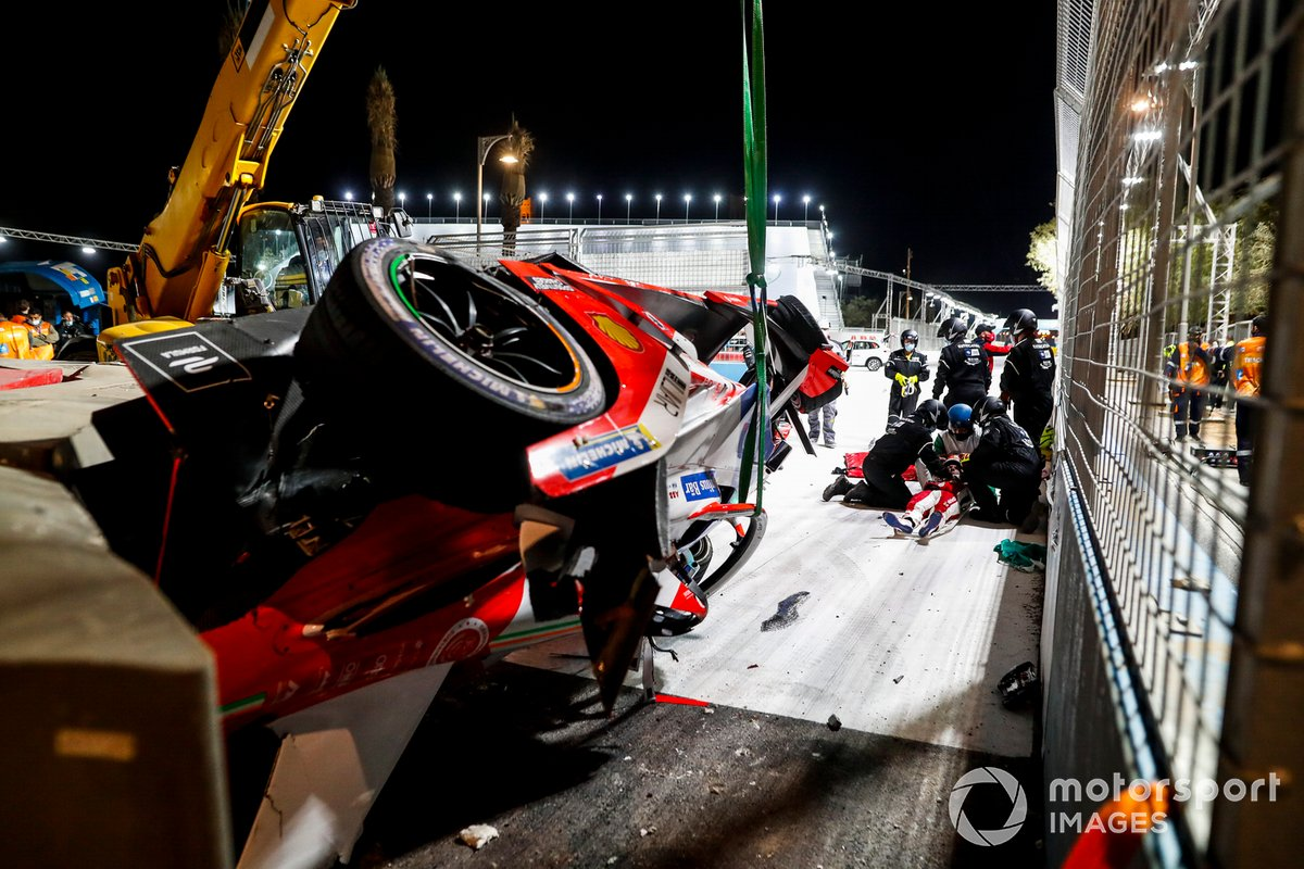 Alex Lynn, Mahindra Racing, M7Electro being treated by medics after crashing