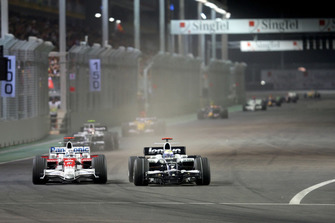 Nico Rosberg, Williams FW30, Jarno Trulli, Toyota TF108
