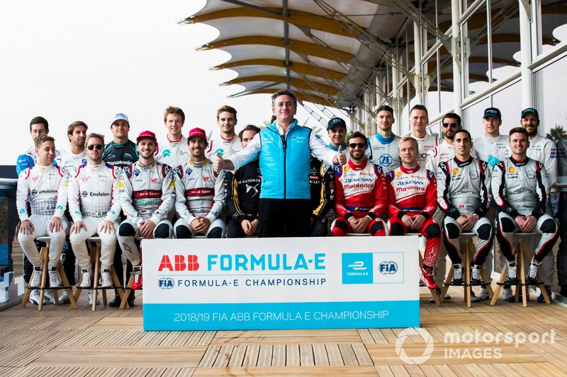 Alejandro Agag, CEO, Formula E con los pilotos para 2018/19