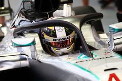 Льюис Хэмилтон, Mercedes AMG F1 W07 Hybrid, оснащённая Halo