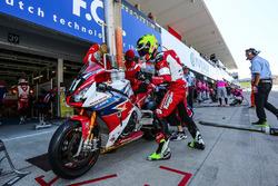 #111 Honda Endurance Racing: Julien da Costa, Sébastien Gimbert, Freddy Foray en pitlane