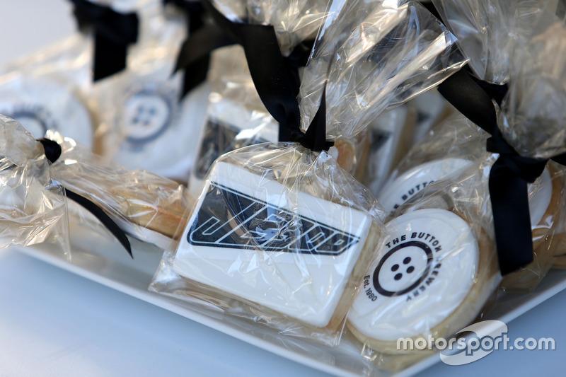 Jenson Button, McLaren Honda celebrates 300 GP