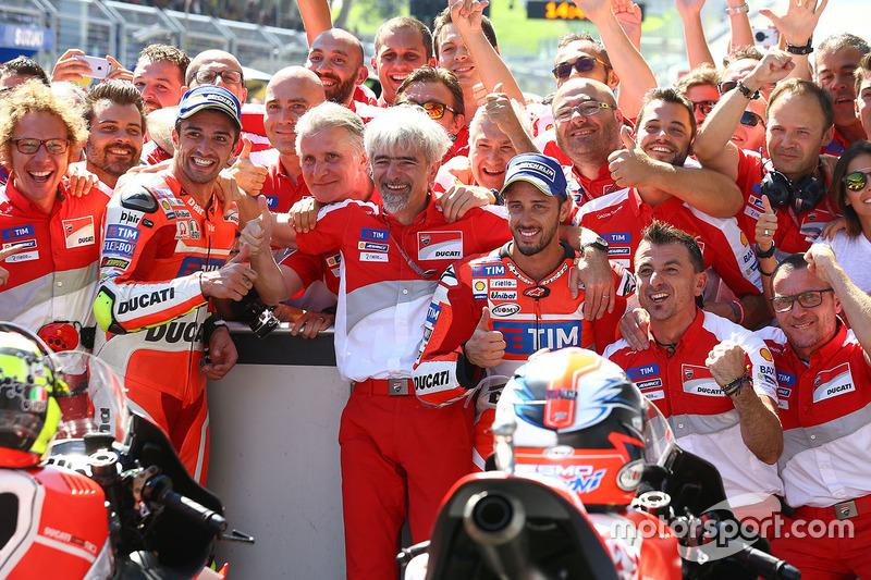 Winnaar Andrea Iannone, Ducati Team, tweede Andrea Dovizioso, Ducati Team en Gigi Dall'Igna, Ducati