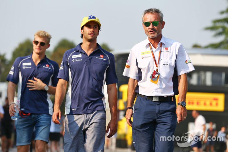 (Da sx a dx): Felipe Nasr, Sauber F1 Team con Beat Zehnder, Team Manager Sauber F1