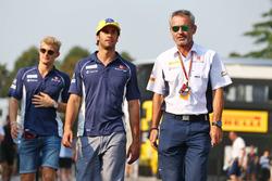 (L to R): Felipe Nasr, Sauber F1 Team with Beat Zehnder, Sauber F1 Team Manager
