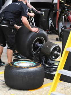 Mercedes AMG F1 mechanic and Pirelli tyre