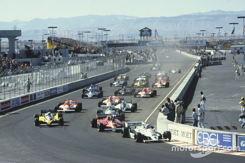 Start action, Alan Jones, Williams FW07C-Ford Cosworth leads