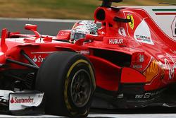 Sebastian Vettel, Ferrari SF70H suffers a puncture