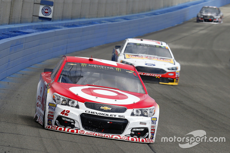 Kyle Larson, Chip Ganassi Racing Chevrolet y Clint Bowyer, Stewart-Haas Racing Ford