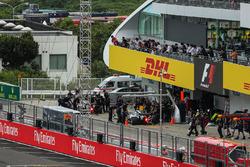 Lewis Hamilton, Mercedes-Benz F1 W08  and Valtteri Bottas, Mercedes-Benz F1 W08  make a practice pitstop