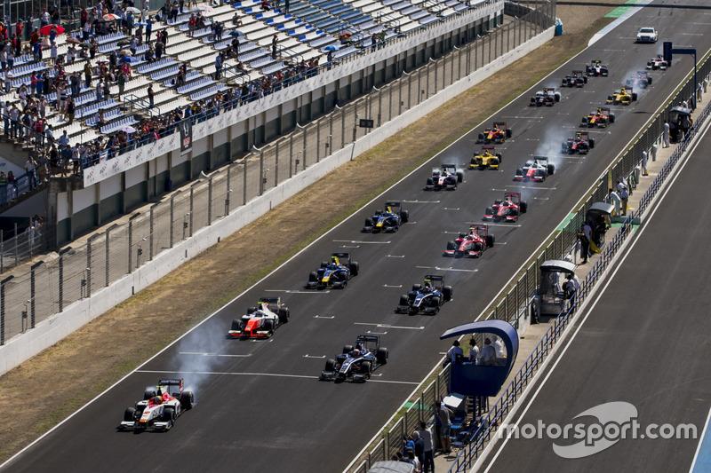 Alex Palou, Campos Racing, delante de Luca Ghiotto, RUSSIAN TIME