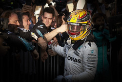 Race winner Lewis Hamilton, Mercedes AMG F1 with his team