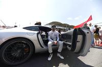 Фернандо Алонсо, McLaren, сидить у машині безпеки