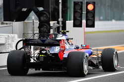 Carlos Sainz Jr., Scuderia Toro Rosso STR12 with aero sensors