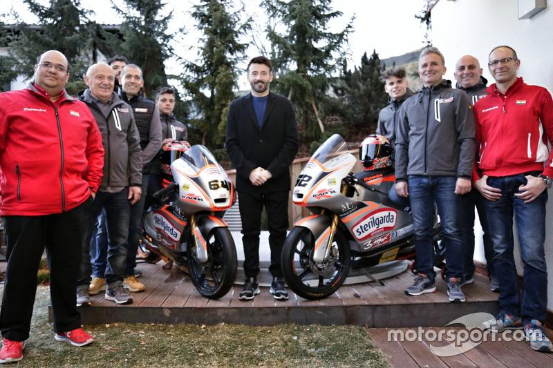 Gruppenfoto Max Racing Team: Max Biaggi mit Davide Baldini und Alessandro Del Bianco