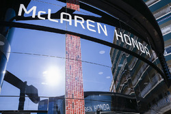 McLaren adopts a distinctly American feel in the hospitality area, in celebration of their participation in the Indy 500, Fernando Alonso, McLaren