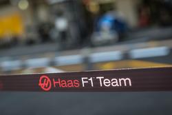 Haas F1 garage barrier
