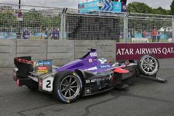 La monoposto danneggiata di Sam Bird, DS Virgin Racing