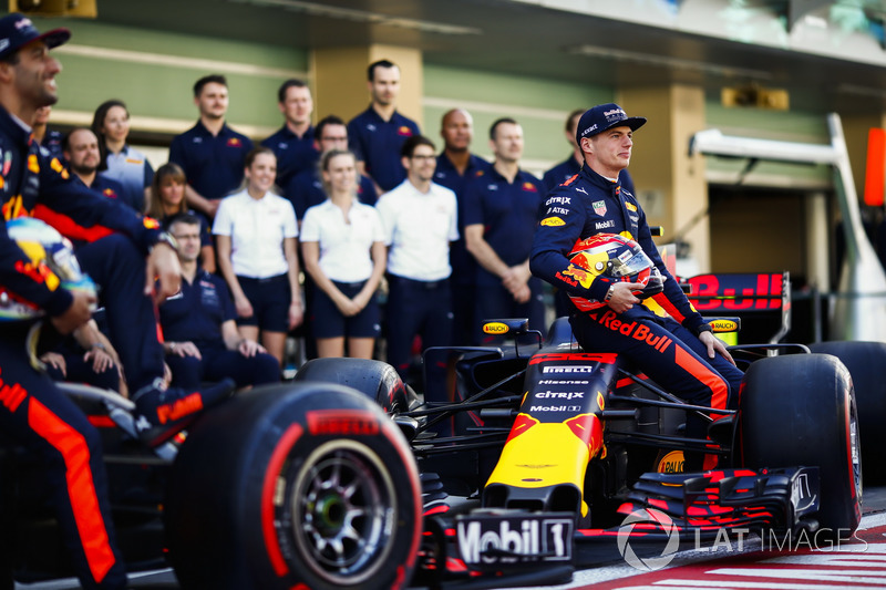 Daniel Ricciardo, Red Bull Racing, Max Verstappen, Red Bull Racing at the team photo