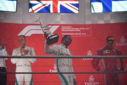 Победитель Льюис Хэмилтон, второе место – Валттери Боттас, Mercedes AMG F1, третье место – Кими Райкконен, Ferrari