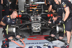 Red Bull Racing RB14 front detail