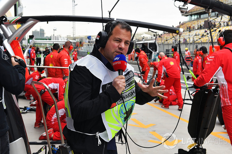 Ted Kravitz, Sky TV watches a Ferrari pit stop