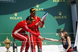 Yarış galibi Sebastian Vettel, Ferrari ve Nathalie McGoin