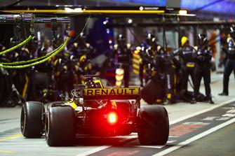 Nico Hulkenberg, Renault Sport F1 Team R.S. 18, pit stop