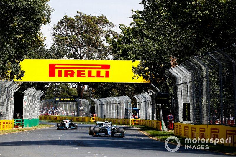Valtteri Bottas, Mercedes AMG W10, Robert Kubica, Williams FW42