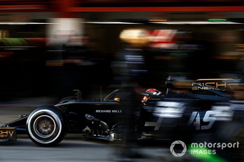 Ромен Грожан (Haas VF-19 Ferrari) на піт-стопі