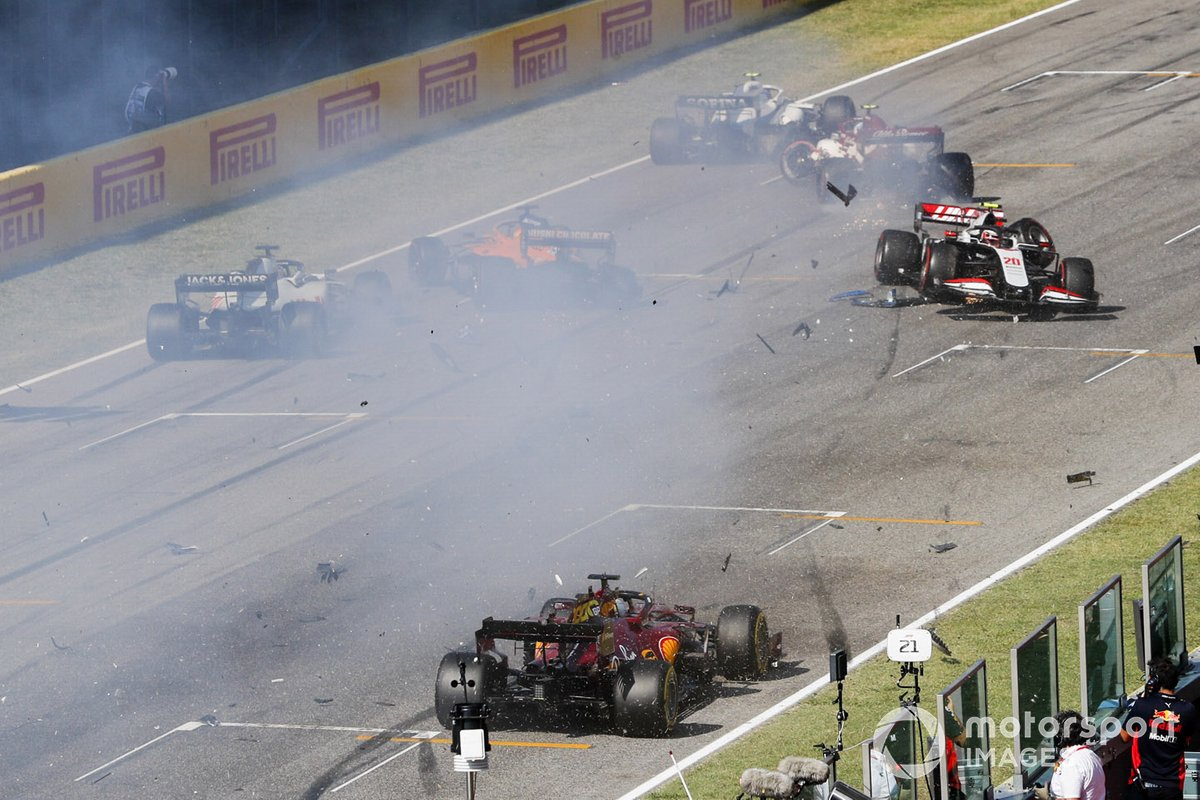 Kevin Magnussen, Haas VF-20 and Carlos Sainz Jr., McLaren MCL35 crash