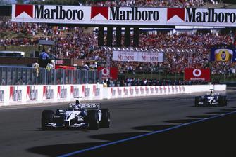 Juan-Pablo Montoya, BMW Williams FW25, leads team mate Ralf Schumacher, BMW Williams FW25