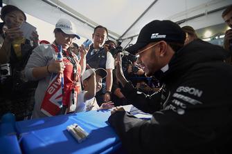 Lewis Hamilton, Mercedes AMG F1, meets a young fan