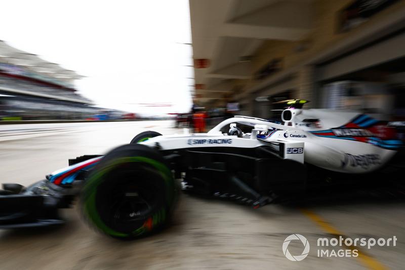 Sergey Sirotkin, Williams FW41, leaves the garage