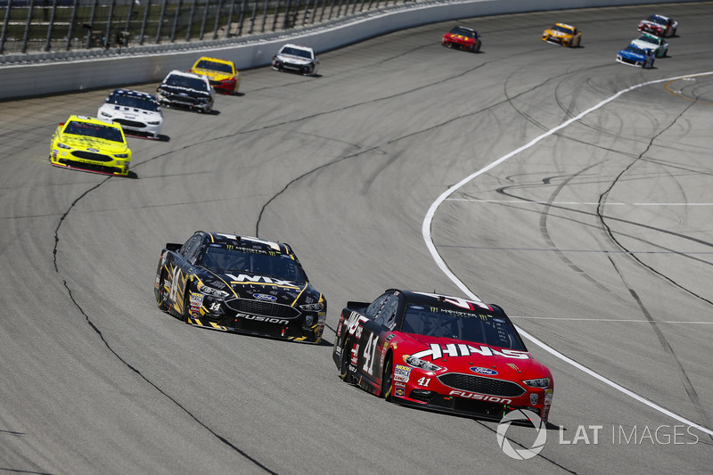 Kurt Busch, Stewart-Haas Racing, Ford Fusion Haas Automation e Clint Bowyer, Stewart-Haas Racing, Chevrolet Camaro WIX Filters