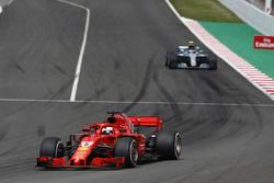 Себастьян Феттель, Ferrari SF71H, Валттері Боттас, Mercedes AMG F1 W09