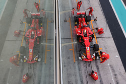 Sebastian Vettel, Ferrari SF70H hace una práctica de pitstop