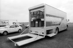 Le camion-atelier Copersucar Fittipaldi dans le paddock