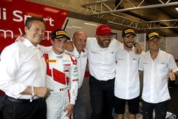 Pole position per #1 Belgian Audi Club Team WRT Audi R8 LMS: Alex Riberas, Christopher Mies, Dries Vanthoor con Chris Reinke, Capo di Audi Sport Customer Racing