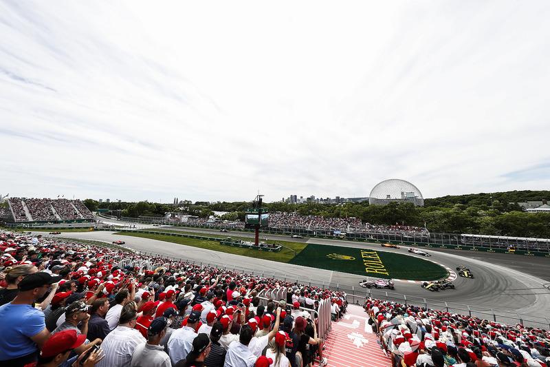 Esteban Ocon, Force India VJM11, precede Nico Hulkenberg, Renault Sport F1 Team R.S. 18, e Carlos Sainz Jr., Renault Sport F1 Team R.S. 18
