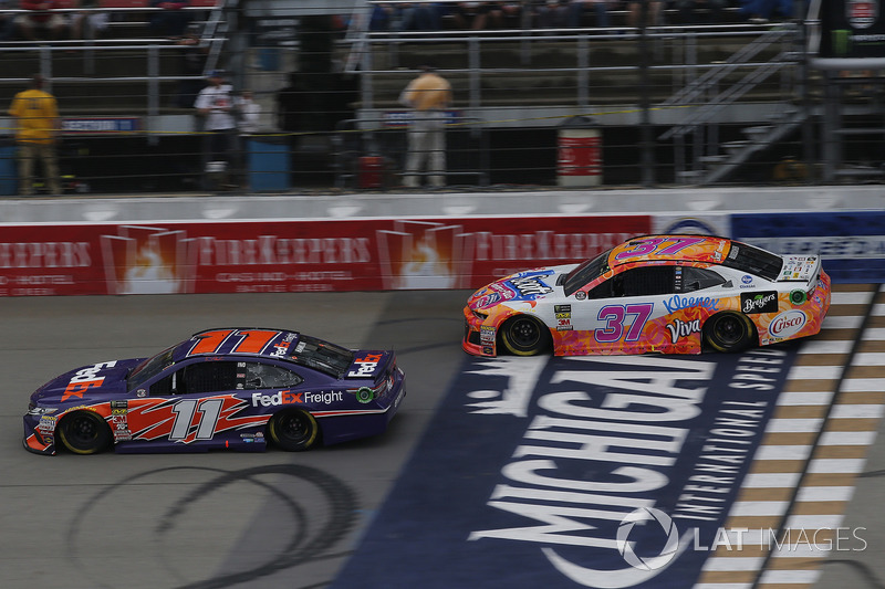 Denny Hamlin, Joe Gibbs Racing, Toyota Camry FedEx Freight Chris Buescher, JTG Daugherty Racing, Che