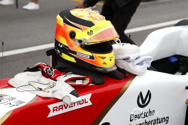 Casco de Mick Schumacher, SJM Theodore Racing by Prema, Dallara Mercedes